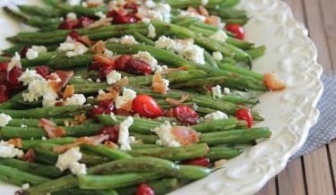 3. Zelené lusky s brusinkami a kozým sýrem