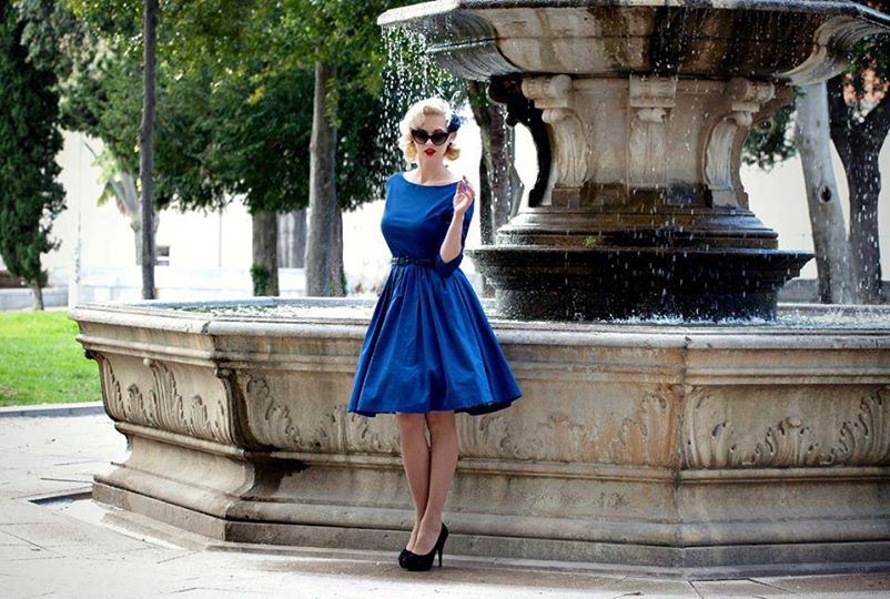 Chcete vypadat ve společnosti neodolatelně  Vsaďte na retro šaty ... 8ba6568c8a3
