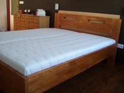 Masivní postele